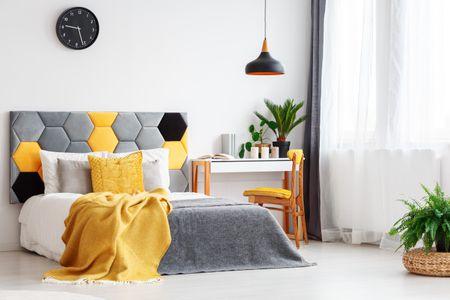 How to Decorate a Bedroom With Yell