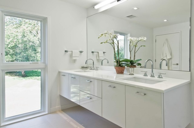 13 All-White Bathrooms With Clean and Classic Sty