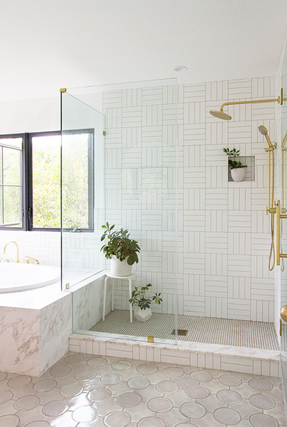 20 White Bathrooms That Give 'Sleek' A New Meaning - Lon