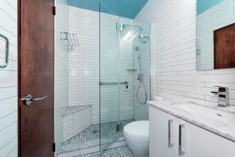 5 Tips for Doing Your All-White Bathroom Design We