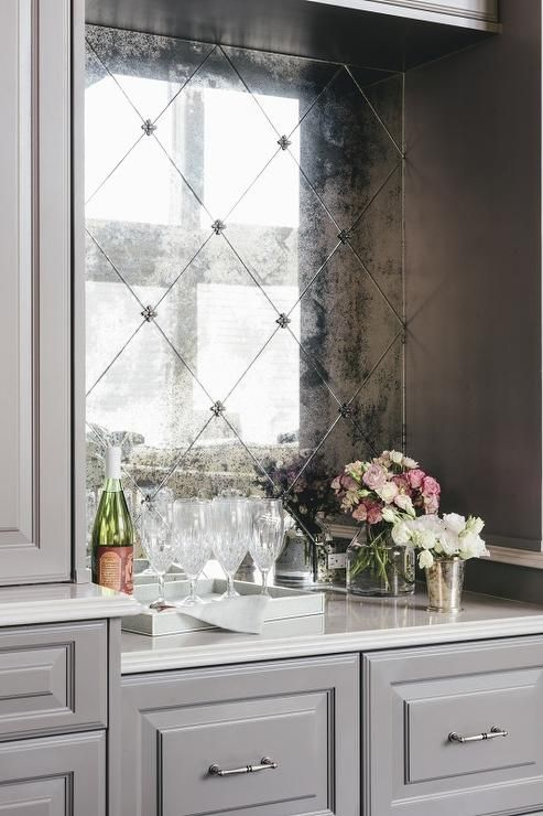 25 Sophisticated Antique Mirror Ideas For Your Home - DigsDi
