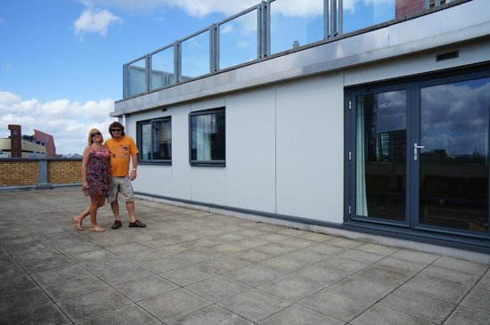 Large balcony floor 6 - Picture of Marlin Apartments Stratford .