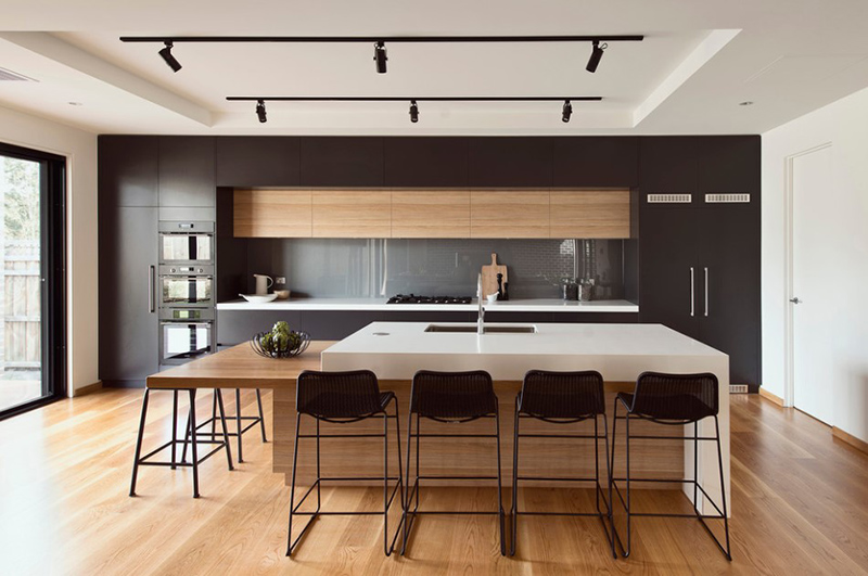 20 Modern Black and White Kitchens That Used Wood | Home Design Lov