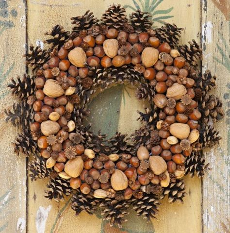 22 Beautiful Nut And Acorn Wreaths For Natural Fall Décor .