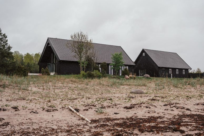 Contemporary Black Holiday Houses On The Beach   Fishermans .
