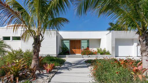 This Sarasota Residence Draws on the Bold Style of the Area's .