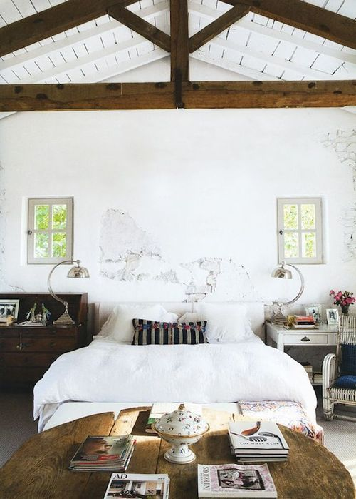 35 Chic Bedroom Designs With Exposed Wooden Beams - DigsDi