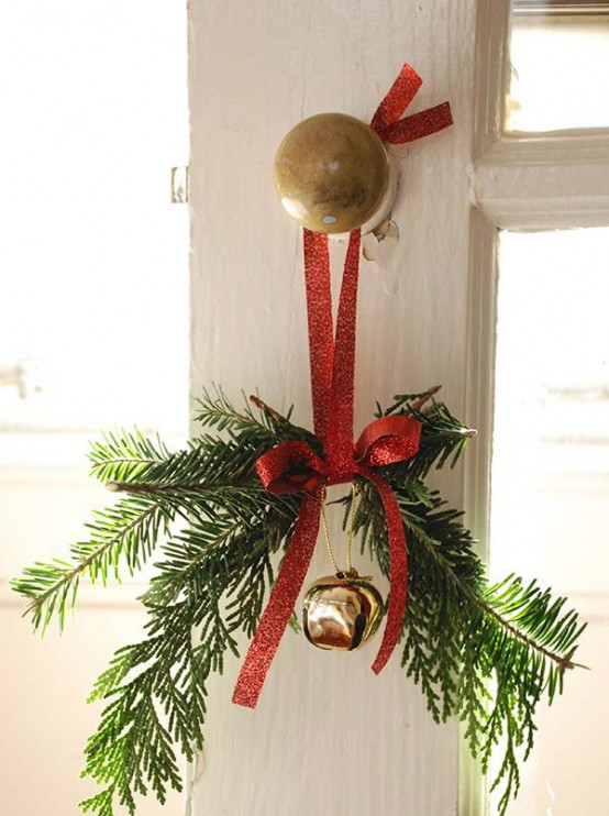 35 Christmas Décor Ideas In Traditional Red And Green - DigsDi