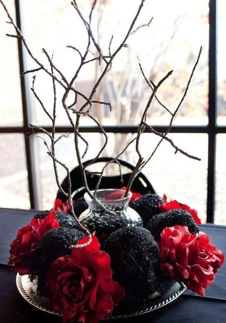37 Classic Red And Black Halloween Ideas | DigsDigs | Halloween .