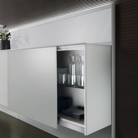 Completely in lacquered glass, the units with coplanar sliding .