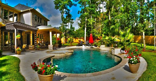 Curved Pool with Fountain and Pergola - Contemporary - Swimming .