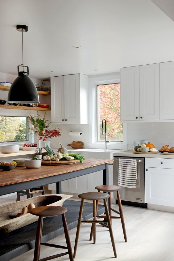 25 Contrasting Kitchen Island Ideas For A Statement - DigsDi
