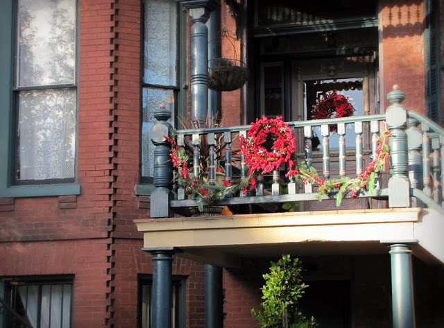 10+ Cool Christmas Balcony Decor Ideas | by Noor Lifestyle | Medi