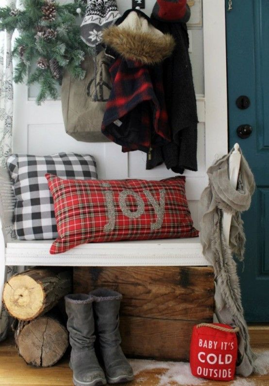Welcoming And Cozy Christmas Entryway Decor Ideas | Christmas .