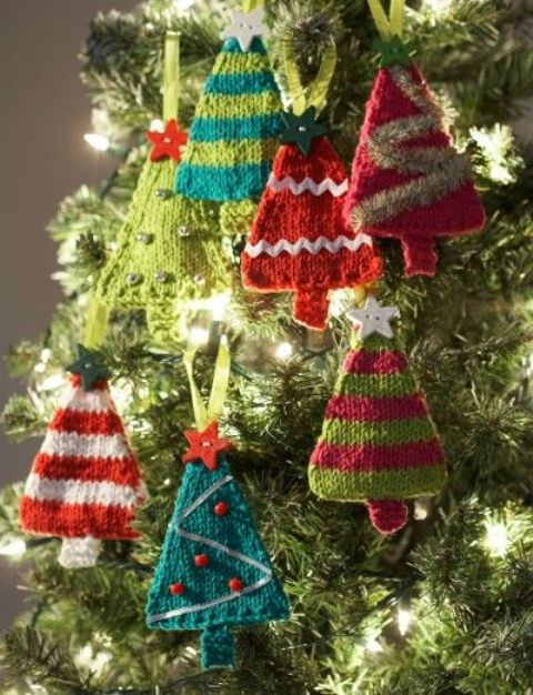 Cute And Cozy Knitted Christmas Decorations Ideas | Knitted .
