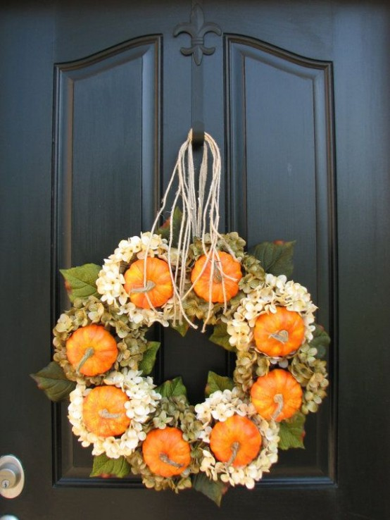 67 Cute And Inviting Fall Front Door Décor Ideas - DigsDi