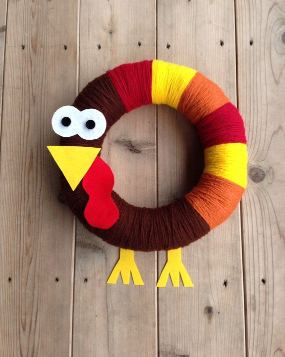 23 Cute And Cozy Yarn Wreaths For Fall Décor   Thanksgiving .
