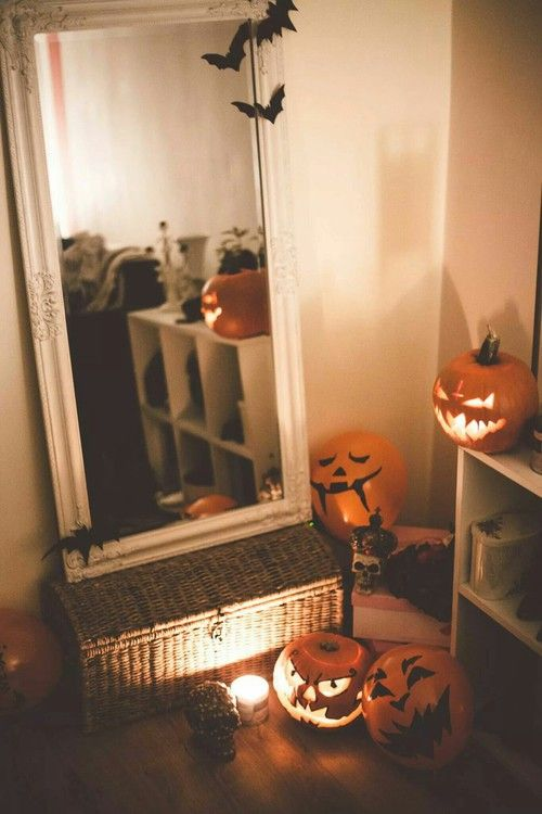 This is a fun decor idea for a teens bedroom at Halloween time .