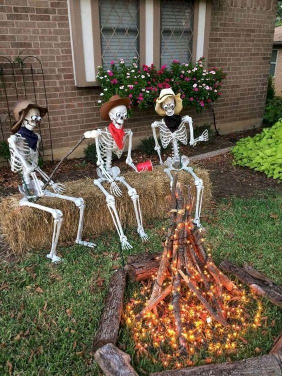 15 Awesome Halloween Decoration Ideas For The Front Yard .