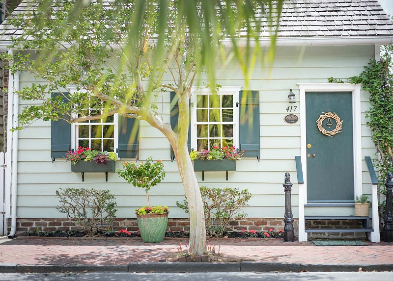 Freeman's Cottage in Savannah's Historic District - Hooked on Hous