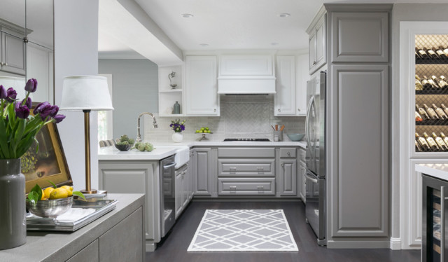 A Kitchen Lightens Up With Two-Tone Cabine