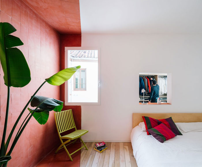 Sequence House – An Colorful Bachelor Pad in Madrid - InteriorZi