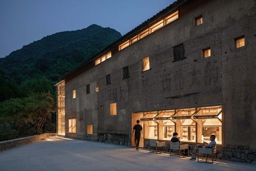 Gallery of Capsule Hotel and Bookstore in Village Qinglongwu .