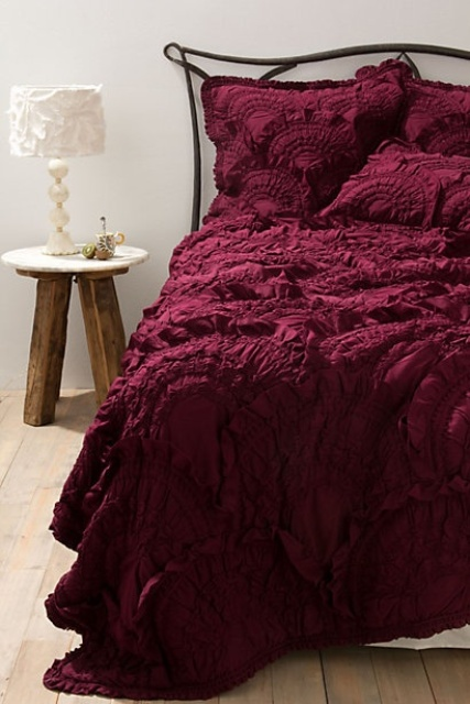 How To Decorate Your Bedroom With Marsala: 20 Ideas - DigsDi
