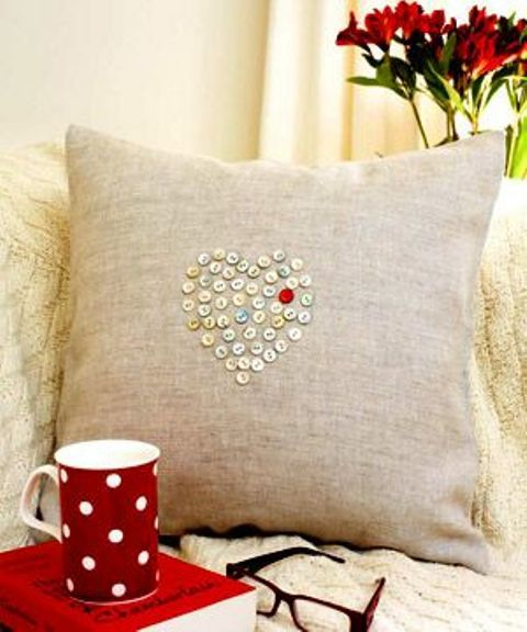 How To Rock Burlap In Home Décor: 27 Ideas   Cushion cover pattern .