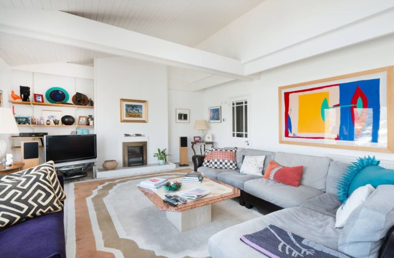 25 Stylish Ideas To Pull Off Color In Your Space - DigsDi