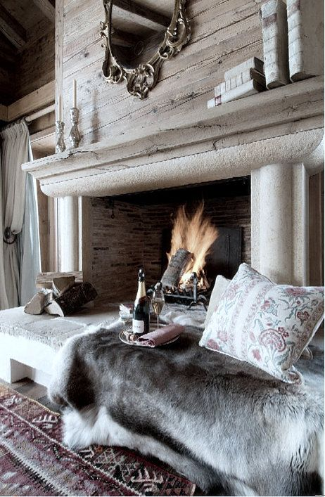 21 Incredibly Cozy And Comfy Fireplace Nooks To Curl In - DigsDi