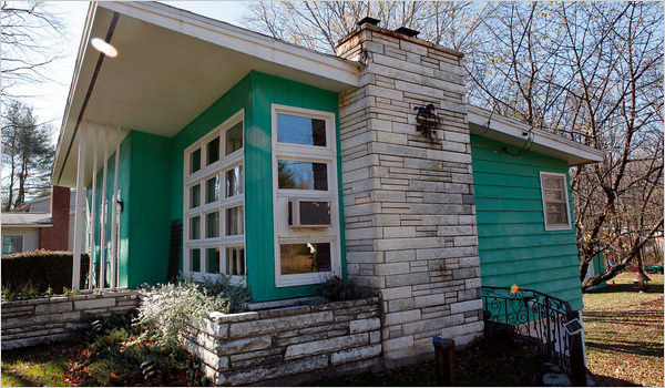 Saugerties NY Mid-Century Modern Bungalow   This is truly on…   Flic