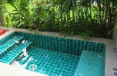 Keep cool with a small plunge pool   Small backyard pools, Small .