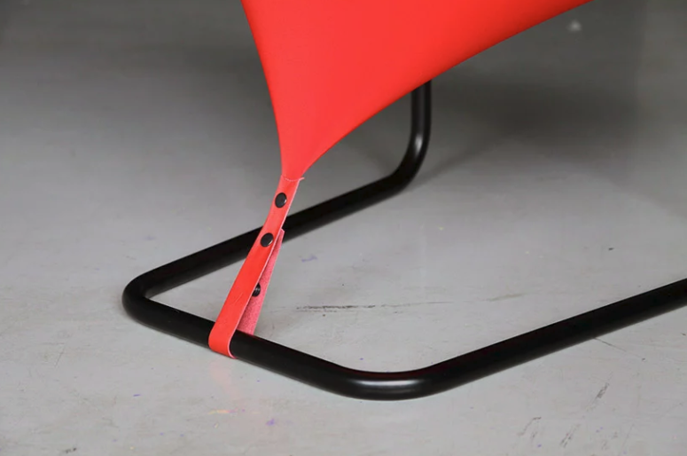 Eye-Catchy Red Dot Chair That Looks Flat