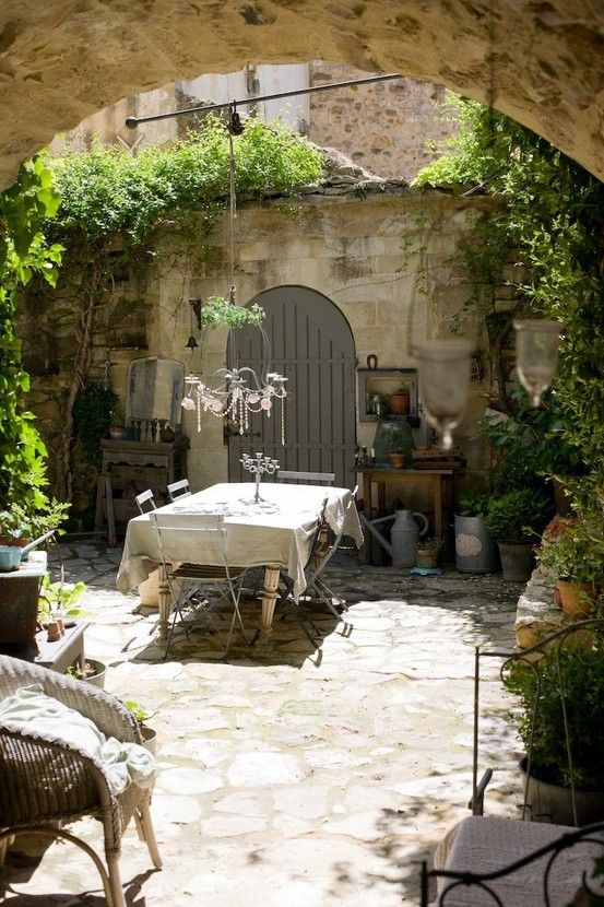 34 Refined Provence-Inspired Terrace Décor Ideas - DigsDi