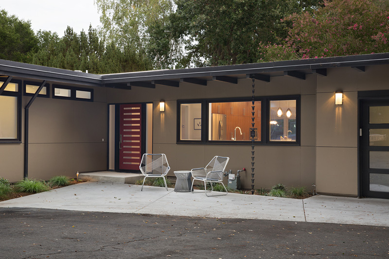 A Mid-Century Modern House in California Gets A Remod