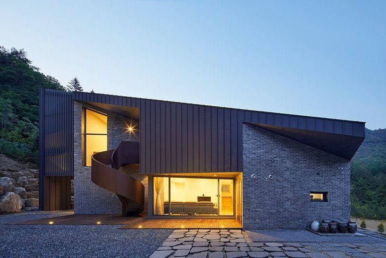 Contemporary Slope House With A Roof Terrace - DigsDi