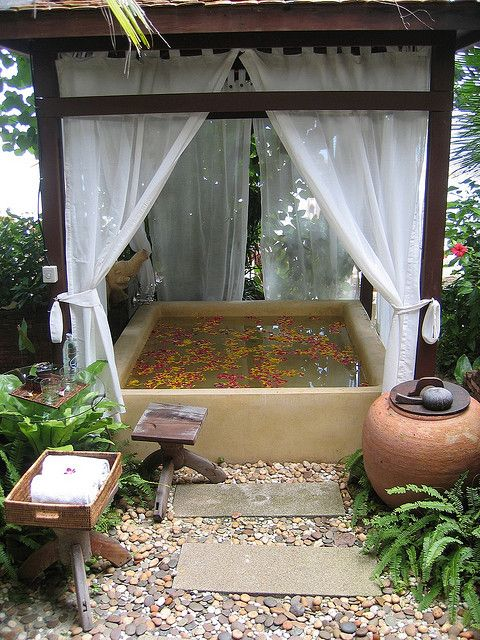 50 Soothing Outdoor Spa Ideas For Your Home - DigsDi