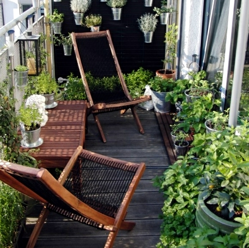 Decorating balcony with flowers in spring – cheap design ideas .