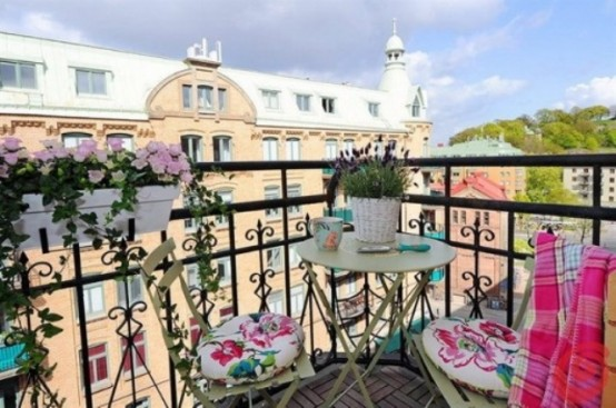 awesome-spring-balcony-decor-ideas-6-554x367 - Home Architecture .