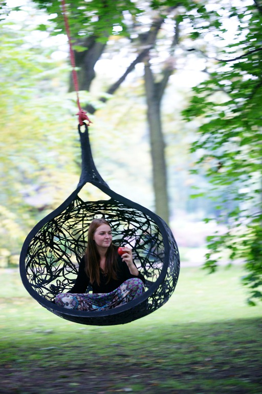 10 Summer-Ready Outdoor Hanging Chairs - DigsDi