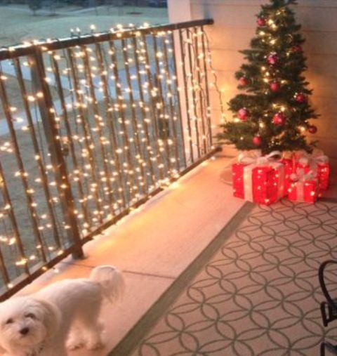 26 Super Cool Outdoor Décor Ideas With Christmas Lights - DigsDi