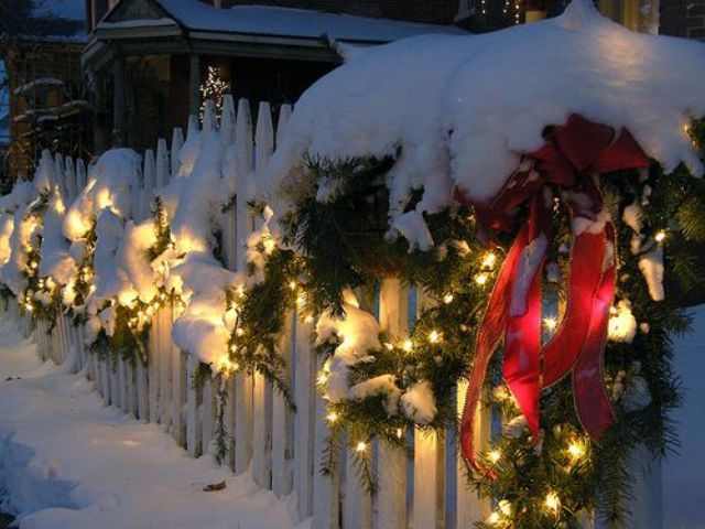 9 super-cool-outdoor-decor-ideas-with-christmas-lights-20 .
