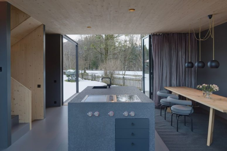 Tall Holiday House With A Small Footprint - DigsDi