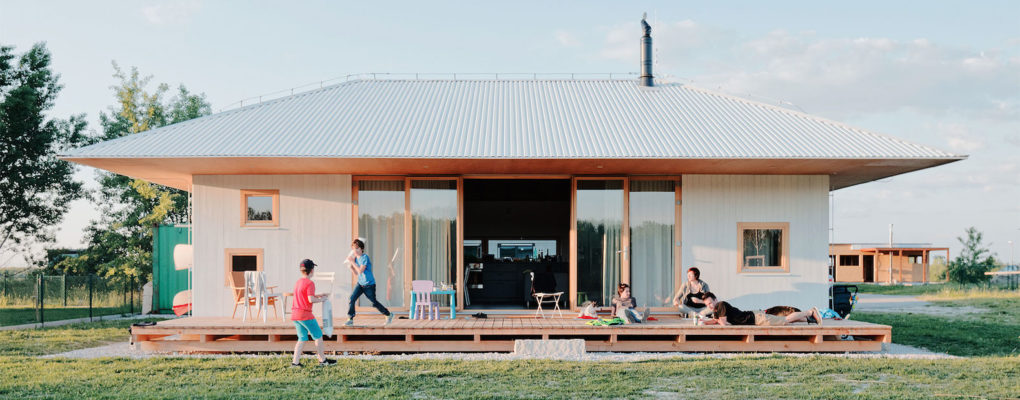 Dreamy holiday home by the lake makes the most of a small footpri