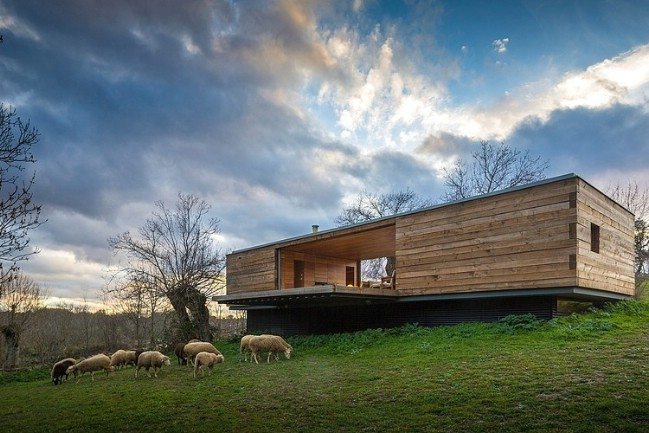 Let the Outside Come in While at This Modern Wooden Tiny House .