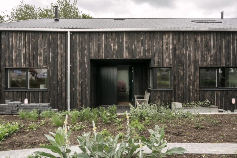 A Tractor Shed Turned Into A Contemporary Home - DigsDi