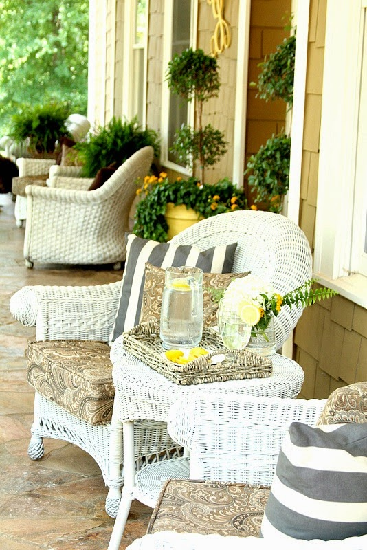 5 Useful Tips To Decorate A Summer Porch - DigsDi