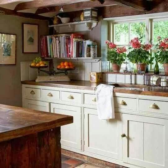 Country Kitchen | Cottage style kitchen, English country kitchens .
