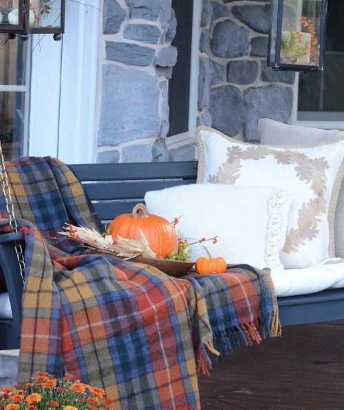 32 Warm And Cozy Plaid Décor Ideas For Thanksgiving   Fall porch .
